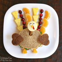 Thanksgiving Turkey Kids Lunch - a fun and healthy sandwich that the kids will love!