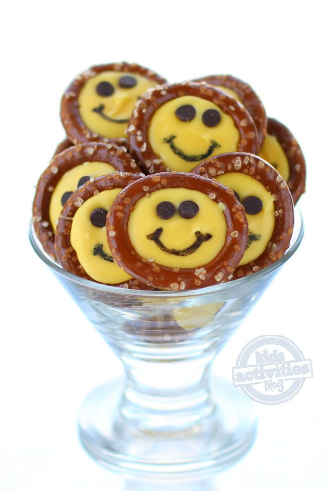 Smiley Face Pretzel Treats