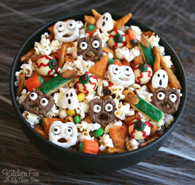 Halloween Snack Mix - BEST Halloween Treat ideas!