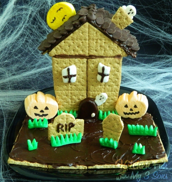 House of Spooky S'mores - BEST Halloween Treat ideas!