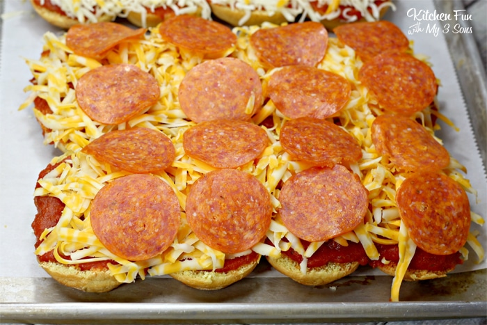 Pepperoni Pizza Sliders are an easy dinner that everyone in the family will love. You can make these quick, toss them in the oven for 15 minutes and supper is on the table!