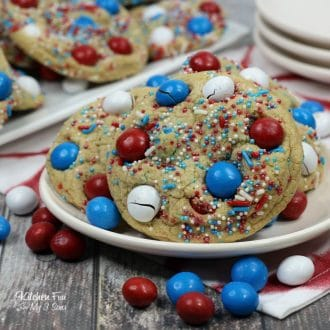 Patriotic M&M Fire Works Cookies | Delicious red white and blue cookies that are festive and so easy!