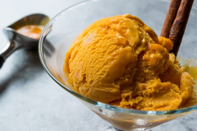 Easy Homemade No-Churn Pumpkin Ice Cream Recipe