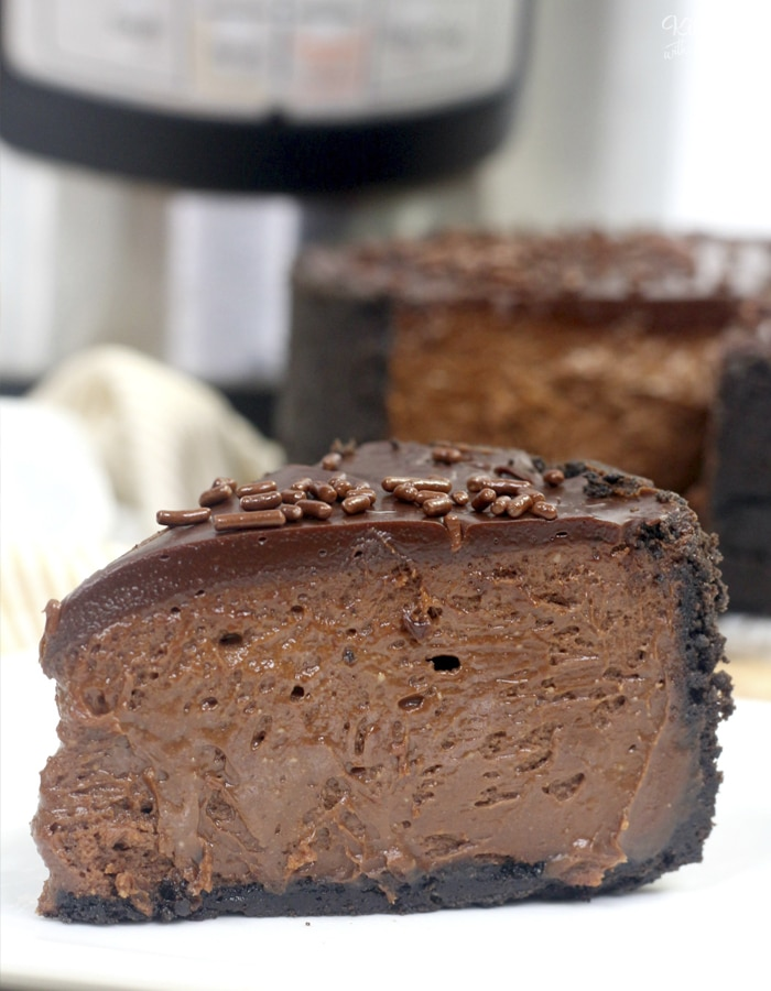 Instant Pot Chocolate Cheesecake is a simple and super tasty dessert recipe. With an Oreo crust and chocolate ganache on top, everyone will obsess over this!