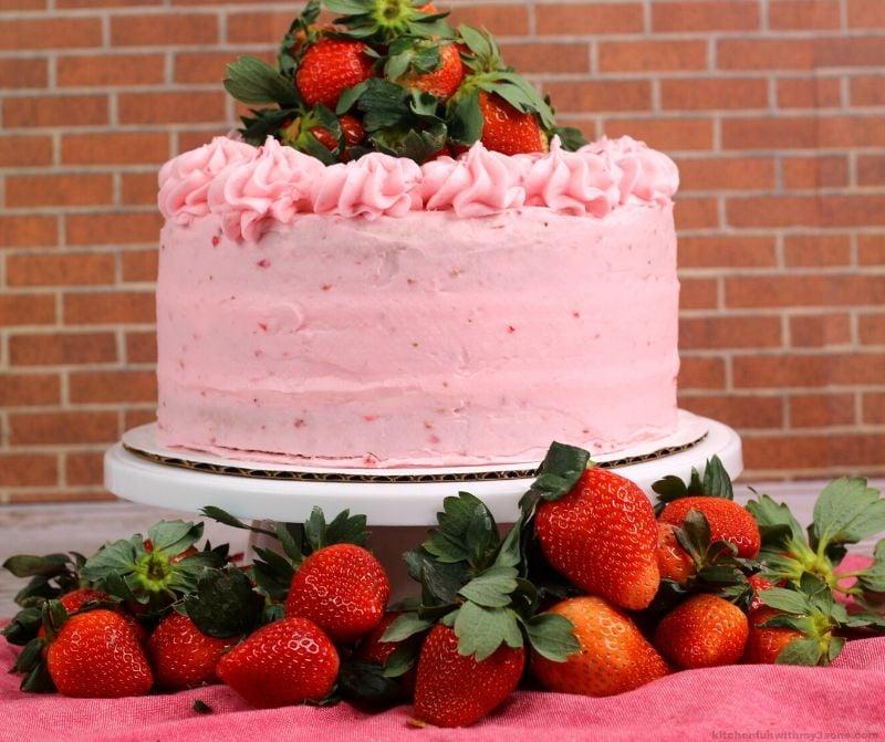 layered strawberry cake recipe