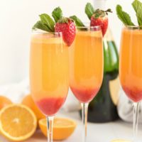 The BEST Strawberry Mimosas