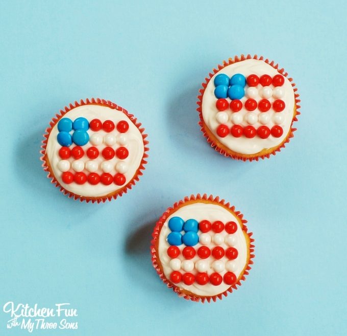 Easy Patriotic Flag Cupcakes