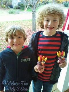 Thanksgiving Tootsie Turkey Cake Cones