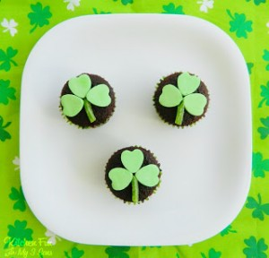 Easy St. Patrick's Day Clover Cupcakes