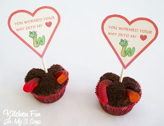 Heart Shaped Valentine Worm Cupcakes with Free Printable!
