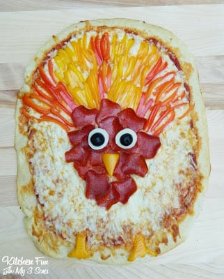 Pillsbury Turkey Pizza for a fun Thanksgiving dinner that the kids can make themselves!
