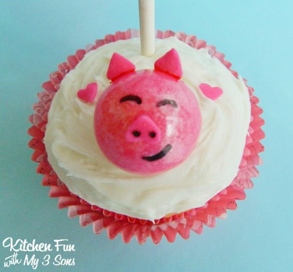 Easy Valentine Piggy Cupcakes Close Up