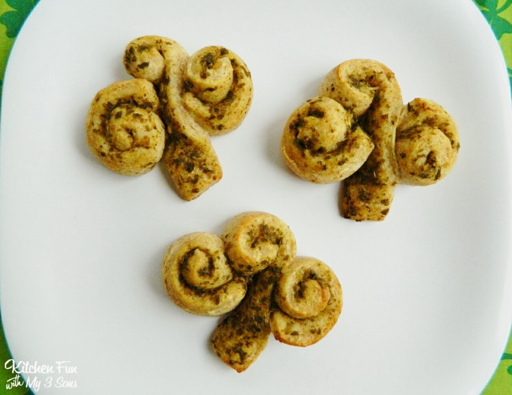clover rolls for a fun St. Patrick's Day meal!