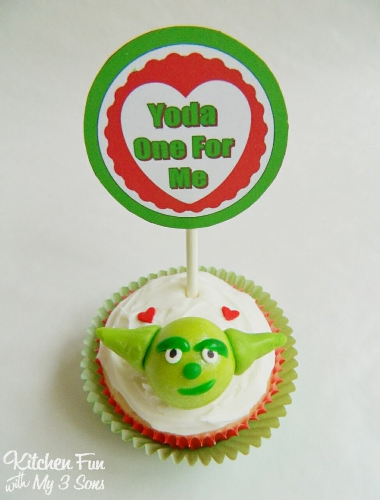 Star Wars Yoda Cupcakes for Valentine's Day including a FREE Printable!