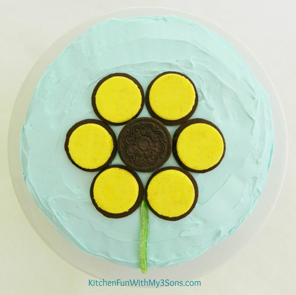 Here is the Oreo Sun Flower by itself & you can make this fun Spring cake for any occasion!