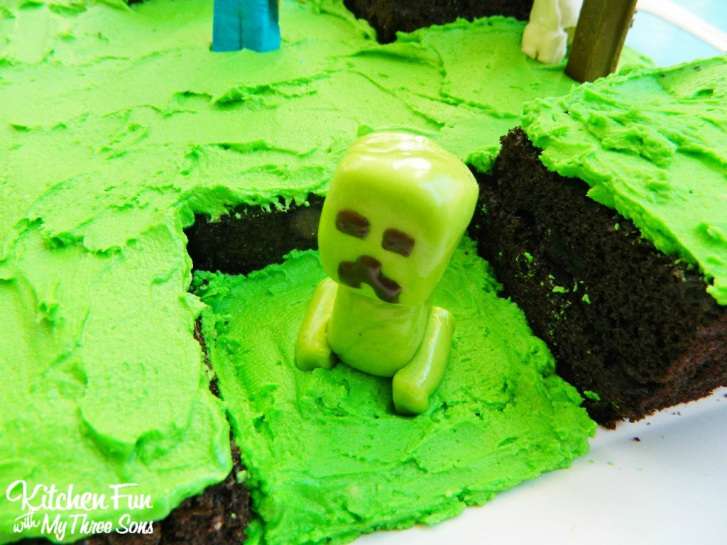Easy Minecraft Birthday Party Cake Creeper Tootsie Roll