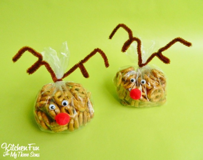 Easy Rudolph the Red Nose Reindeer Snack Bags for Christmas!