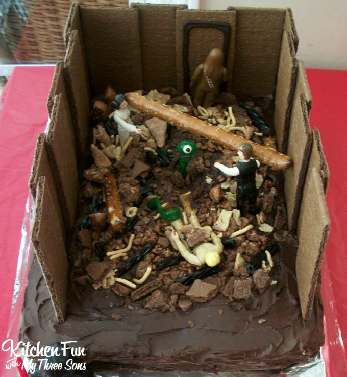 Star Wars Garbage Masher Cake