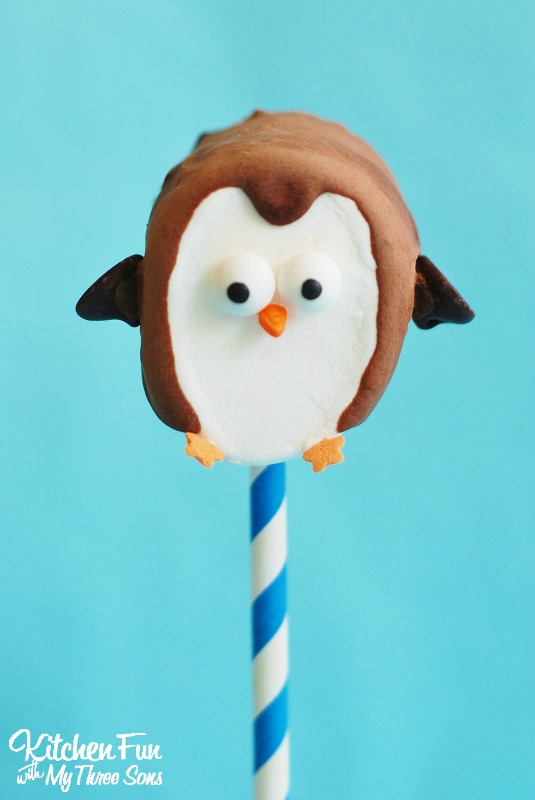 Easy-Marshmallow-Penguin-Pops-2