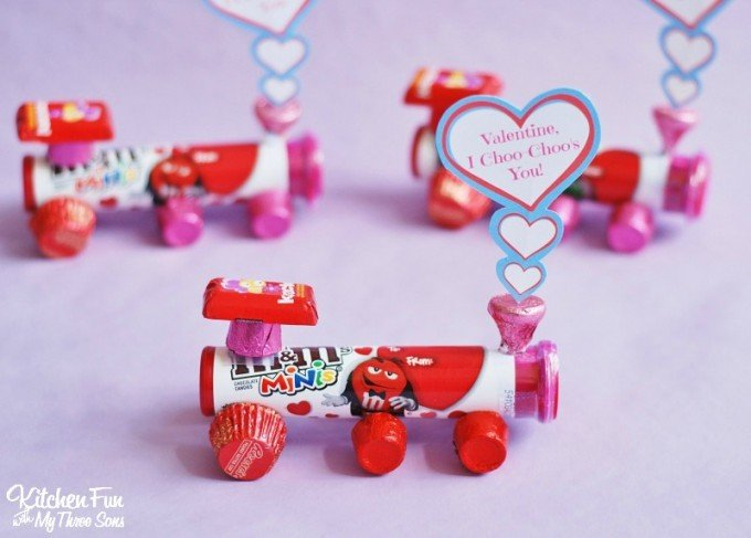"Valentine's Day Hershey Candy Train with a ""I Choo-Choo's You"" Free Printable from KitchenFunWithMy3Sons.com"