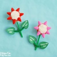 Valentine Flower Cupcakes - Loves Me, Loves Me Not with a Free Printable!