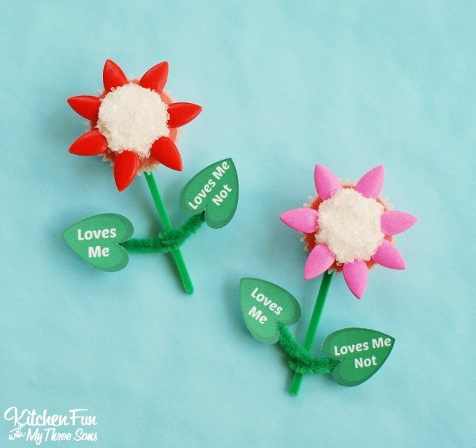 Valentine's Day Cupcakes - Loves Me, Loves Me Not with a Free Printable from KitchenFunWithMy3Sons.com