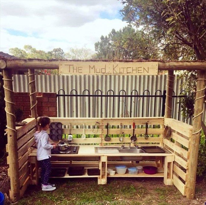 DIY Outdoor Pallet Mud Kitchen...these are the BEST Pallet Ideas!