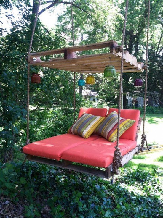 DIY Outdoor Pallet Wood Bed Swing