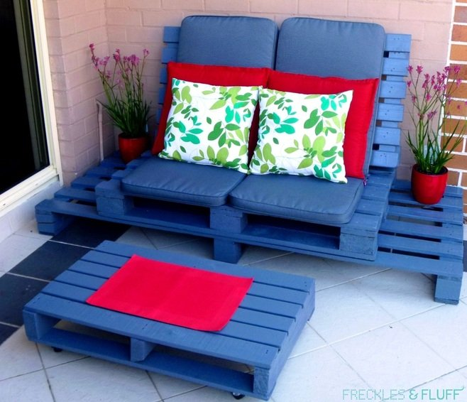 DIY Pallet Patio Lounge Chair...so many awesome Pallet Ideas!