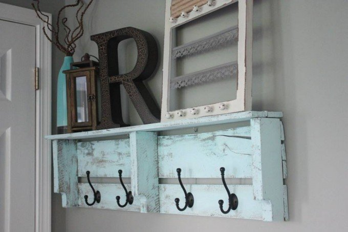 Easy DIY Pallet Coat Rack...awesome Pallet Ideas!