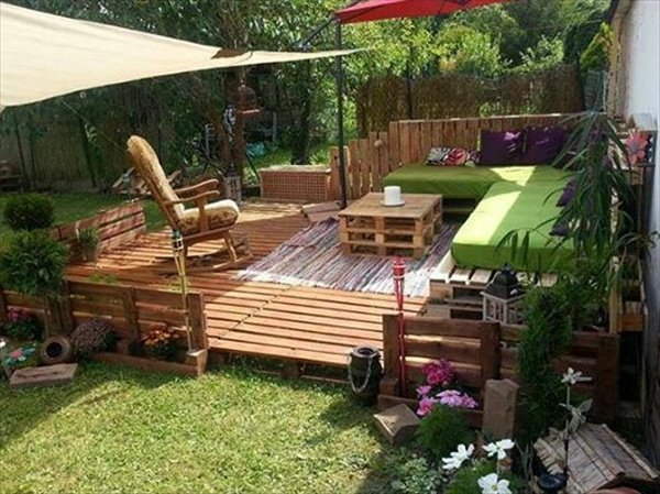 DIY Pallet Patio Porch...these are the BEST DIY Pallet Ideas!