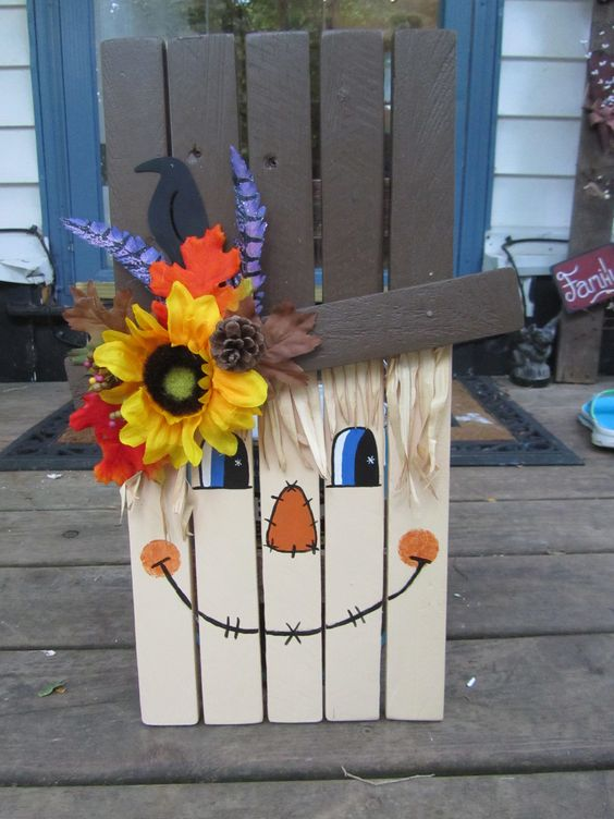 DIY Pallet Scarcrow...what a fun craft for Fall & Halloween! These are ...