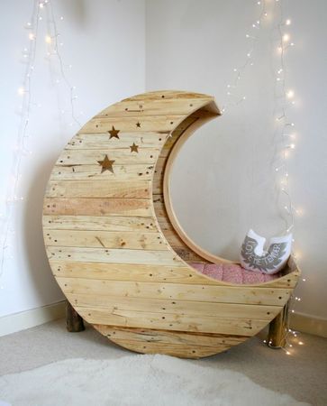 DIY Pallet Moon Baby Crib
