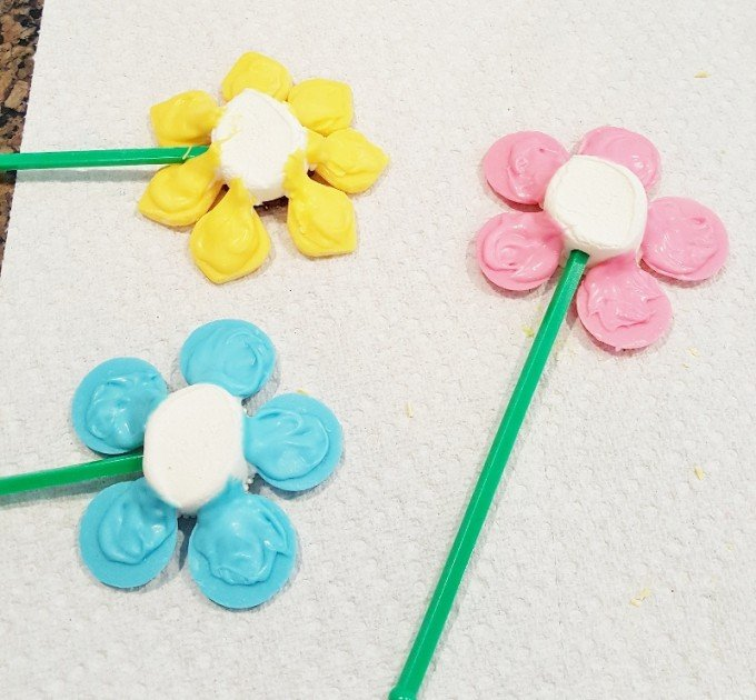 Flower Pot Cupcakes for Spring from KitchenFunWithMy3Sons.com