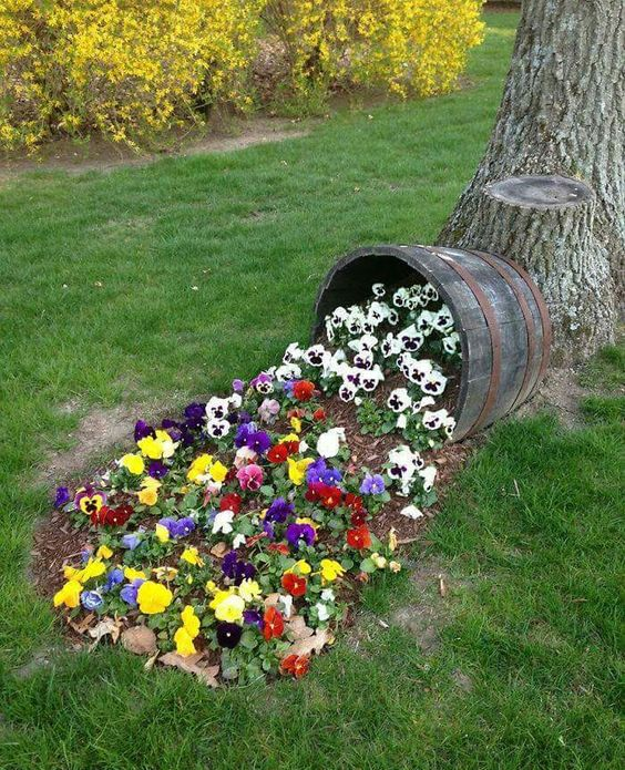Spilled Flower Pot...these are the BEST Garden and DIY Yard ideas!