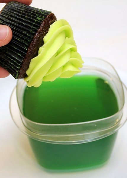 How to make Glow in the Dark Cupcakes....Over 20 of the BEST Cupcake Ideas for Parties & Bake Sales from KitchenFunWithMy3Sons.com