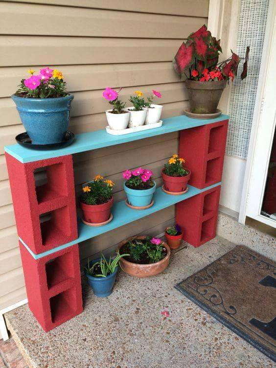 Cinder Block Plant Stand...these are awesome Garden & DIY Yard Ideas!