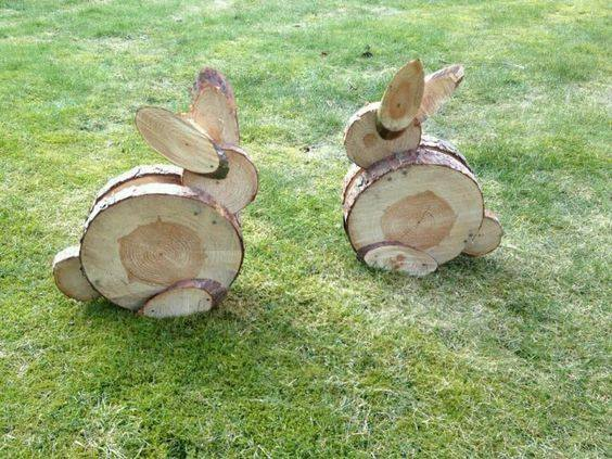 Wood Slice Bunnies...these are the BEST Yard Art Ideas!