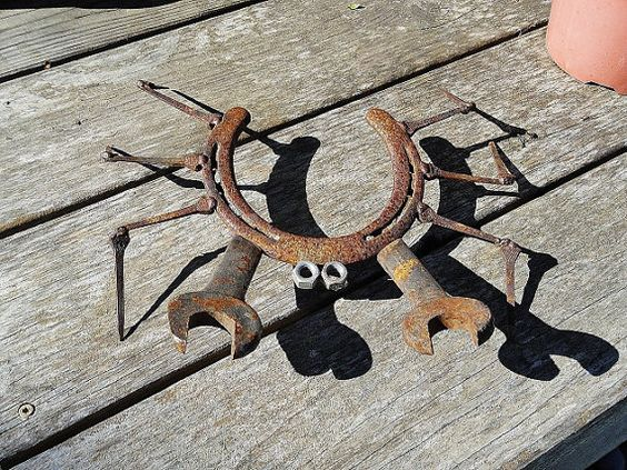 The best diy yard art ideas kitchen fun with my 3 sons for Horseshoe welding designs