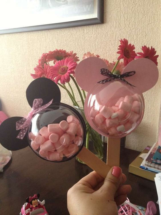 Mickey & Minnie Mouse Treat Cups for a Disney Party!