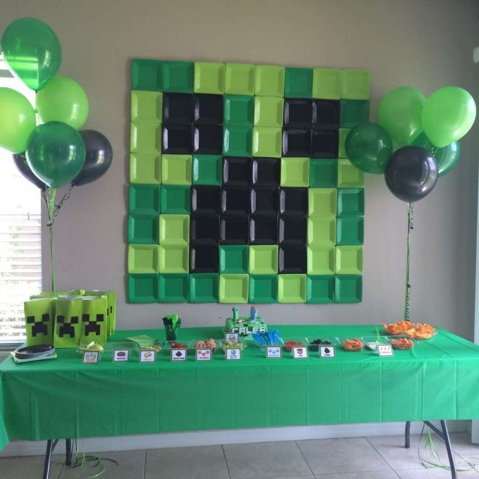 plate backdrop for a minecraft party - Party Decorating Ideas