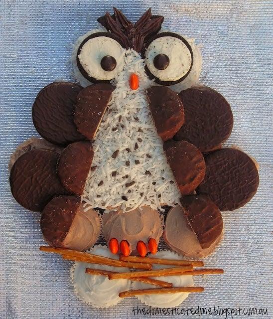 Owl Pull-Apart Cupcake Cake