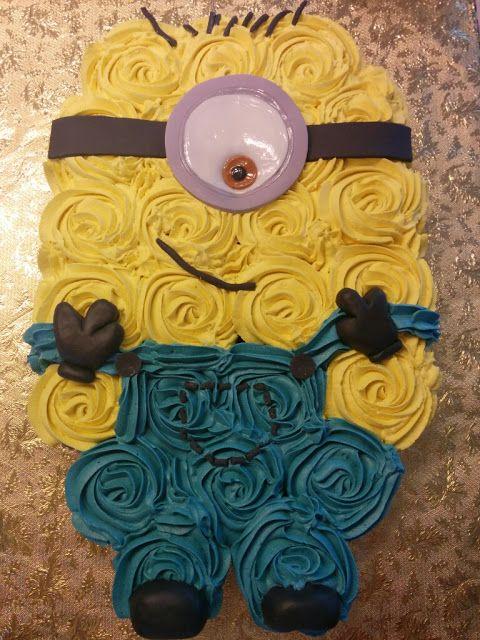 Minion Pull-Apart Cupcake Cake