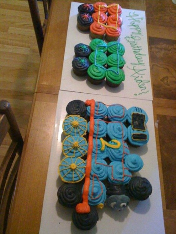 Thomas the Train Cupcake Cake....these are the BEST Pull-Apart Cake Ideas!