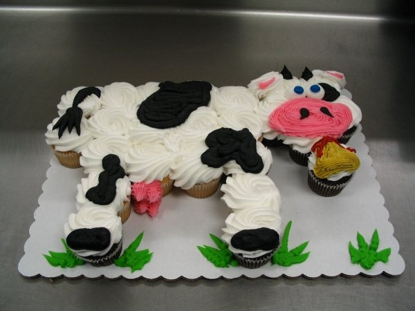 Cow Cupcake Cake....these are adorable Pull-Apart Cake Ideas!