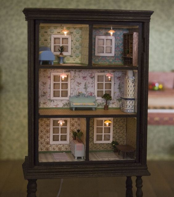 Turn a Bookshelf into a Doll House...awesome Upcycle Furniture Ideas!