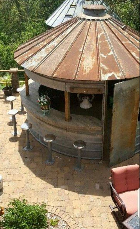 Turn a Corn Bin into a Outdoor Bar...these are the BEST Upcycled & Repurposed Ideas!