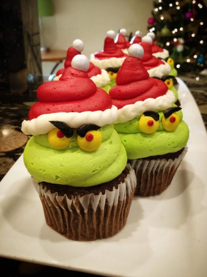 The Grinch Christmas Cupcakes...these are the BEST Cupcake Ideas!
