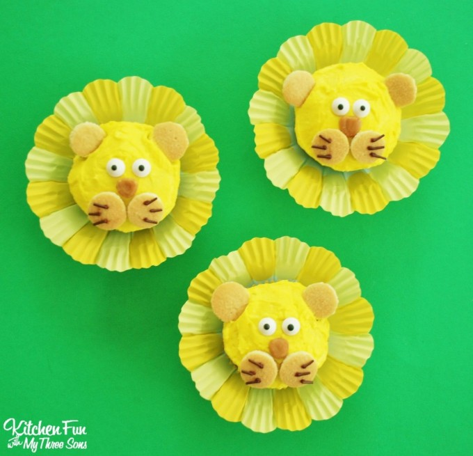 Easy Lion Cupcakes...these are the BEST Cupcake Ideas!