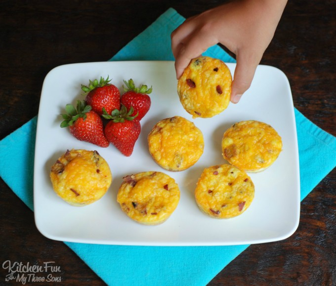 Easy Bacon, Toast, Egg and Cheese Muffins....the BEST Back to School Breakfast idea!